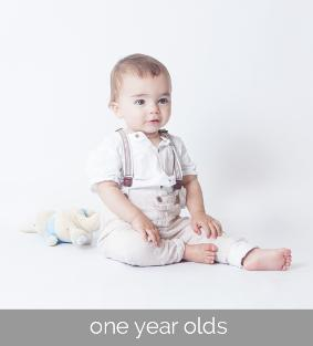first birthday photography sessions (cake smash / balloons / bubbles) by Sarah Lee Photography - based in Rogerstone and covering Newport, Cardiff, Cwmbran, Usk and Caerphilly areas